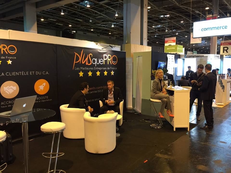 Plus que pro en face du stand google pour les pros au for Salon e commerce paris 2017