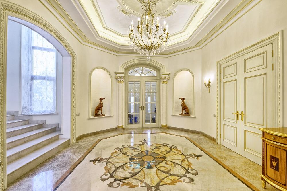 une entrée de maison luxueuse
